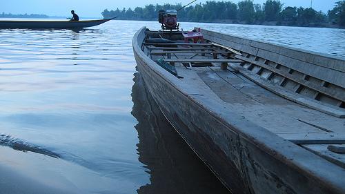 lao-long-boat.jpg