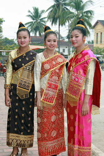 Luang Prabang girls
