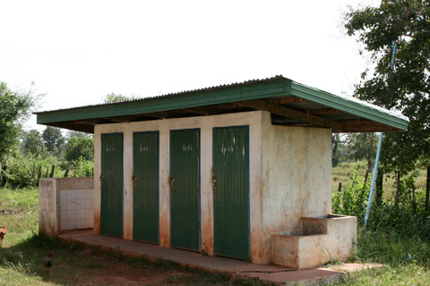 Dannavieng Elementary School - bathrooms
