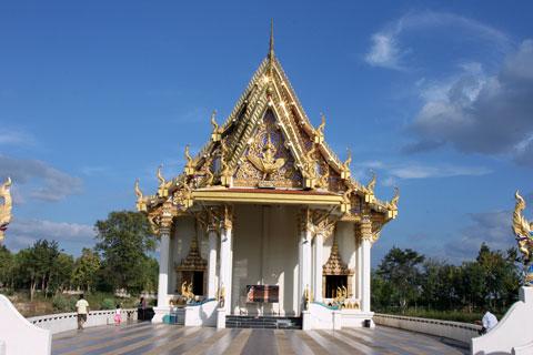Viharn barge Wat Ban Na Muang