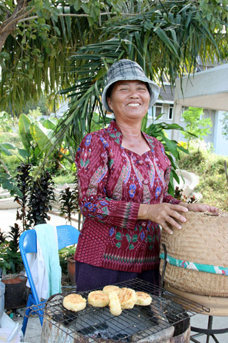 A lady selling grilled rice with egg
