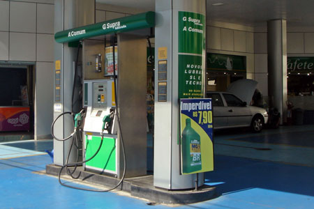 Dual-fuel gas station at Sao Paulo, Brazil. Alcohol (ethanol) and G gasoline photo by Mario Roberto Duran Ortiz