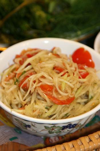 Spicy papaya salad, aka Tum Maak Houng