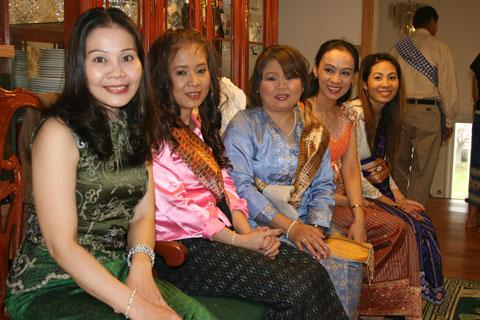 Lao Ladies